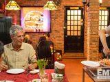 Anthony Bourdain ăn hải sản tại phá Tam Giang