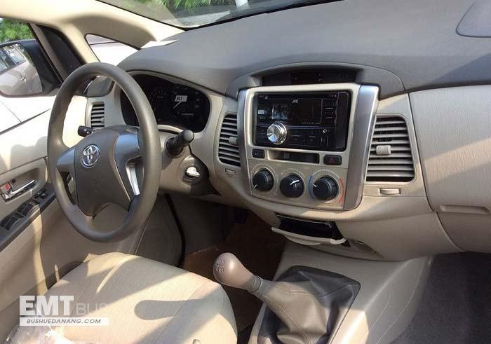 cần thuê xe 7 chỗ có tài xế, nội thất xe Toyota