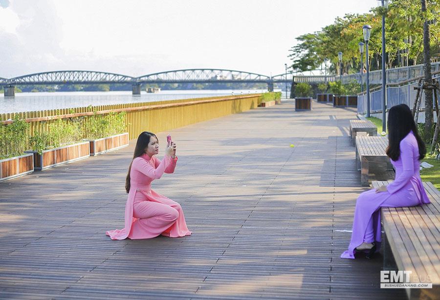 Cầu đi bộ gỗ lim ở Huế