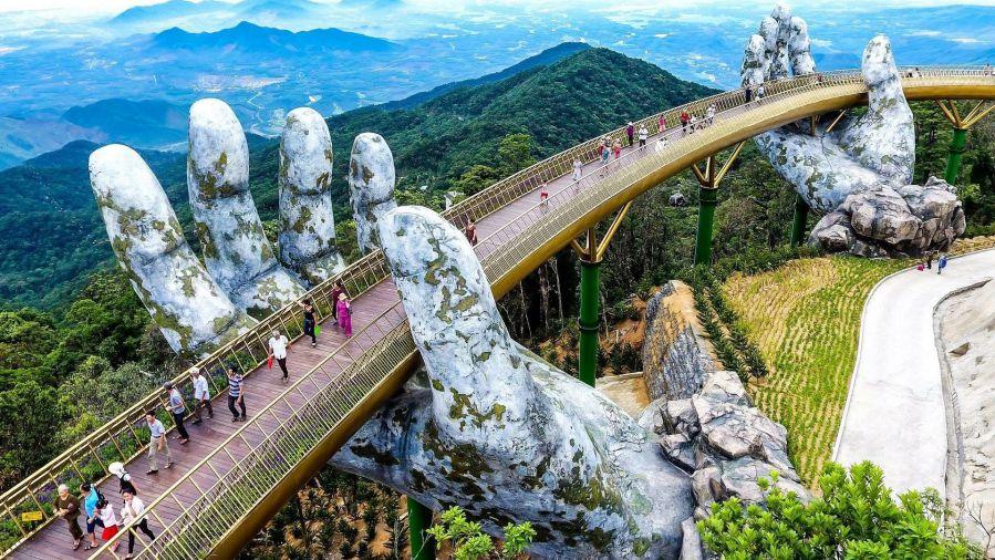 Cầu Vàng trên Bà Nà Hills, dải lụa bồng bềnh giữa mây trời Đà Nẵng